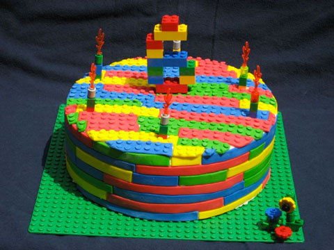 fun 12 gateaux d 39 anniversaire en mode lego. Black Bedroom Furniture Sets. Home Design Ideas