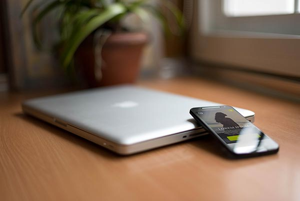 mockup-macbook-pro-android_3